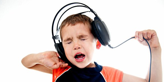 how smart headphones save your ears from the decibel danger zone tested. Black Bedroom Furniture Sets. Home Design Ideas