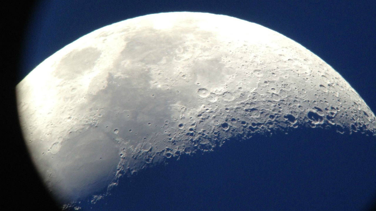 Moon Photography with Telescope + Cameraphone - Tested
