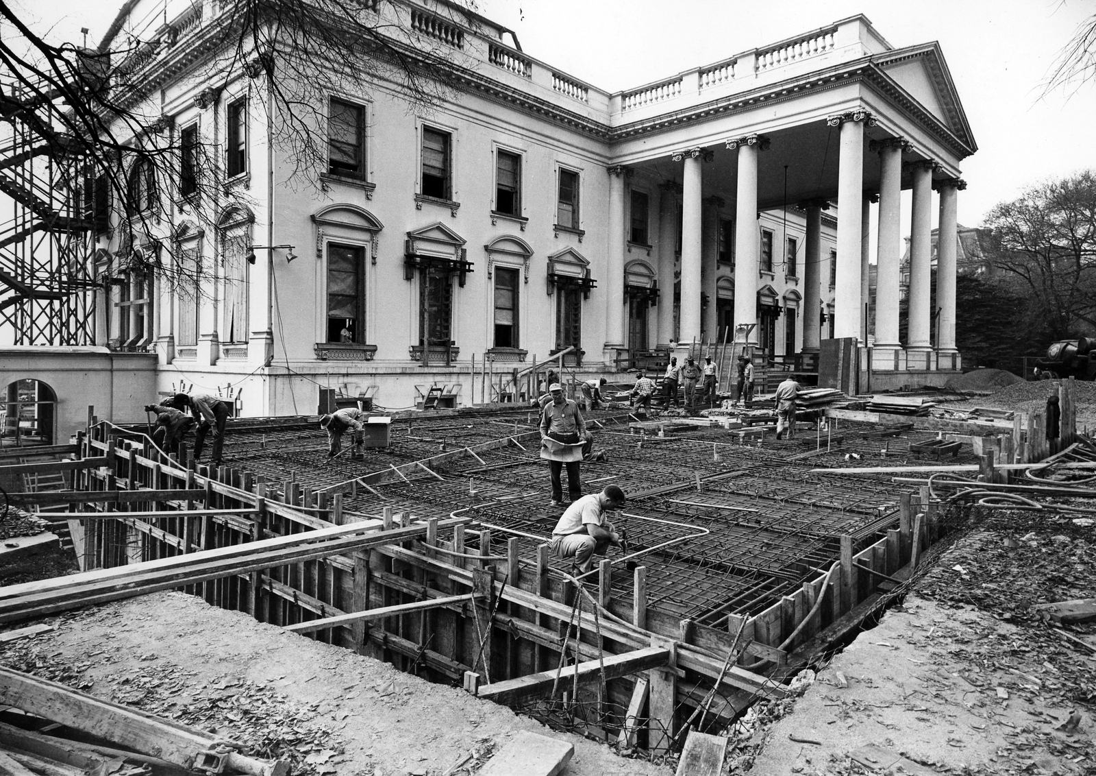 fascinating photos of the white house being gutted and rebuilt in 1950 tested. Black Bedroom Furniture Sets. Home Design Ideas