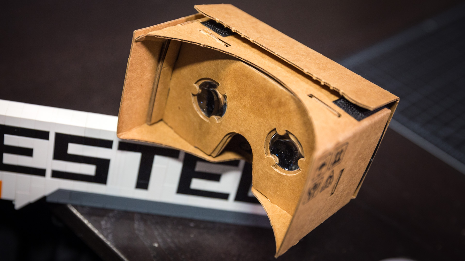 7 Things Learned From Googles Cardboard Vr Experiment Tested Google Mask Alien