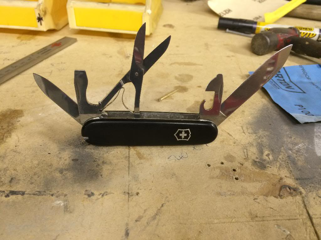 Adding A Scissors Layer To A Victorinox Swiss Army Knife