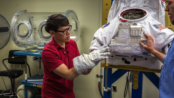 Photo Gallery: Up Close with NASA's EMU Space Suit - Tested