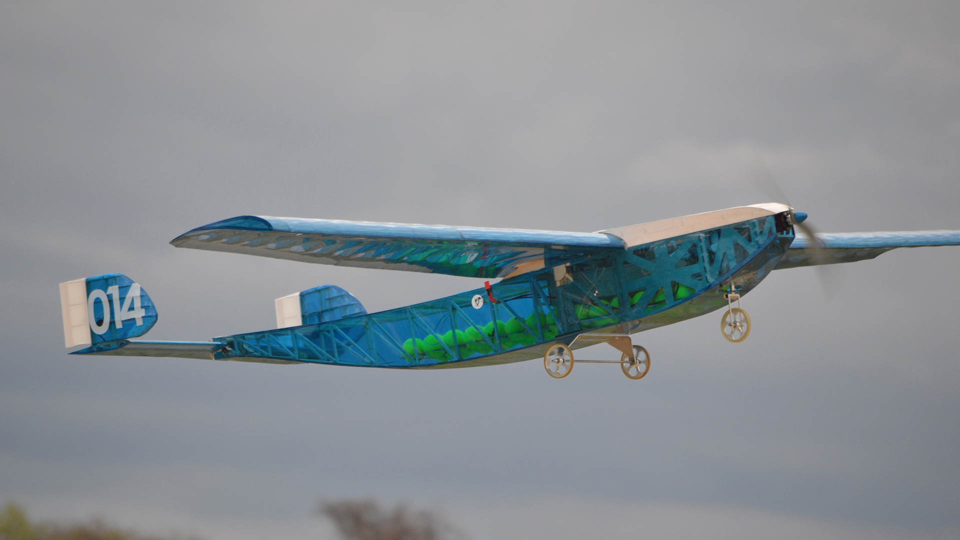Collegiate Teams Compete at RC Airplane Heavy-Lift Challenge
