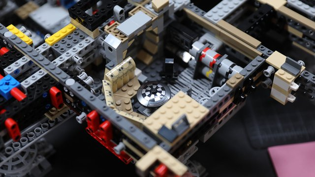 LEGO with Friends: UCS Millennium Falcon (2017), Part 4 - Tested