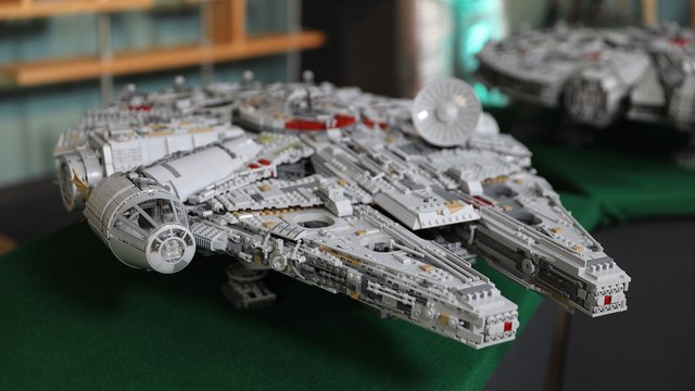LEGO with Friends: UCS Millennium Falcon (2017), Part 5 - Tested