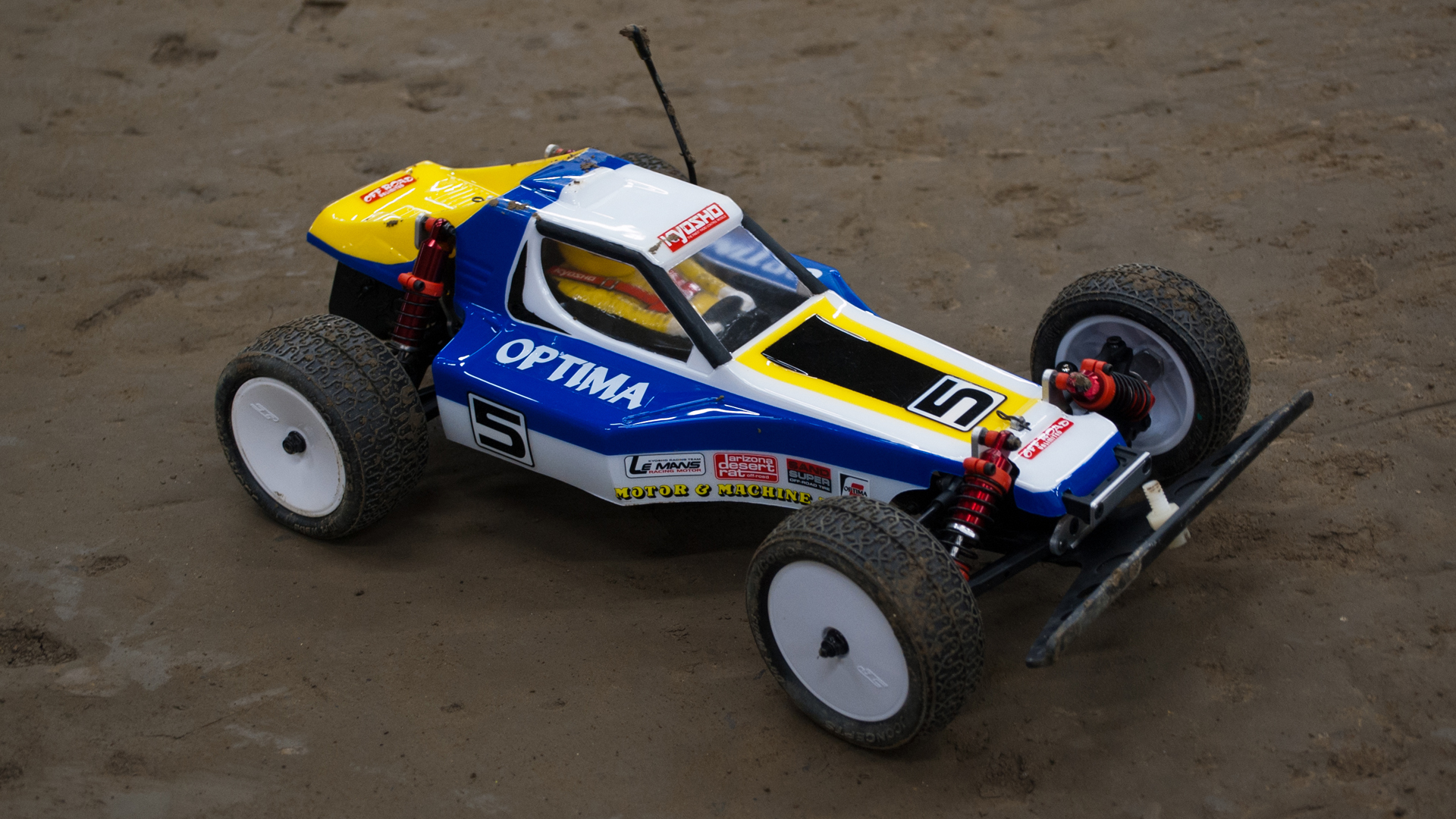 test driving a retro rc racer the kyosho optima tested. Black Bedroom Furniture Sets. Home Design Ideas