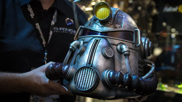 Fallout 76 Power Armor Edition T 51 Helmet Tested