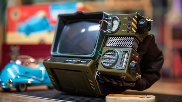Show and Tell: Assembling the Fallout 76 Pip-Boy Kit! - Tested
